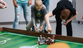 Смолян приглашают поболеть за юных робототехников
