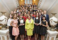 В Смоленске торжественно вручили медали выпускникам