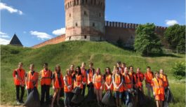 В Смоленске молодёжные трудовые бригады проводят субботники