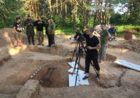 Погребение воина X века, копьё и серебряную монету нашли в Гнёздово
